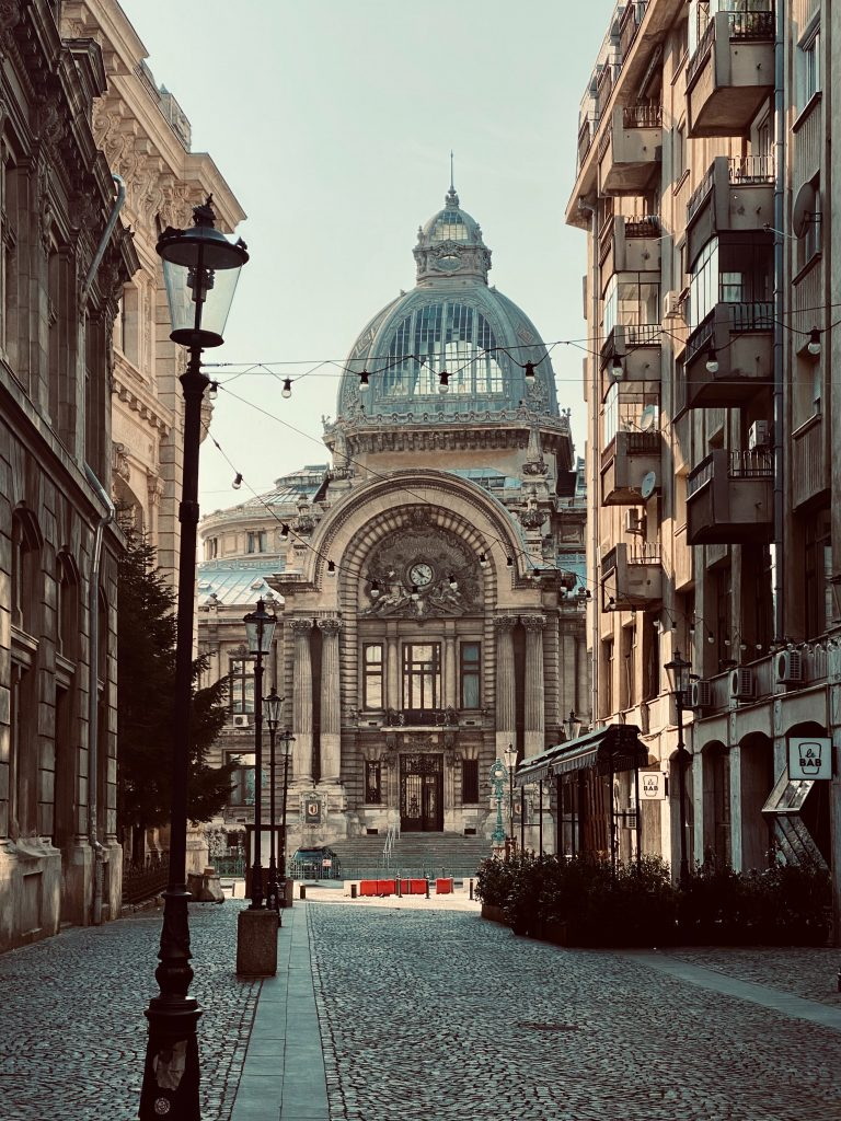 Clădiri impresionante de pe Calea Victoriei din București