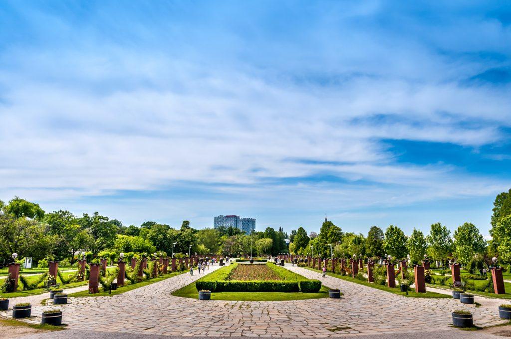 Aleea principală din Parcul Herăstrău din București